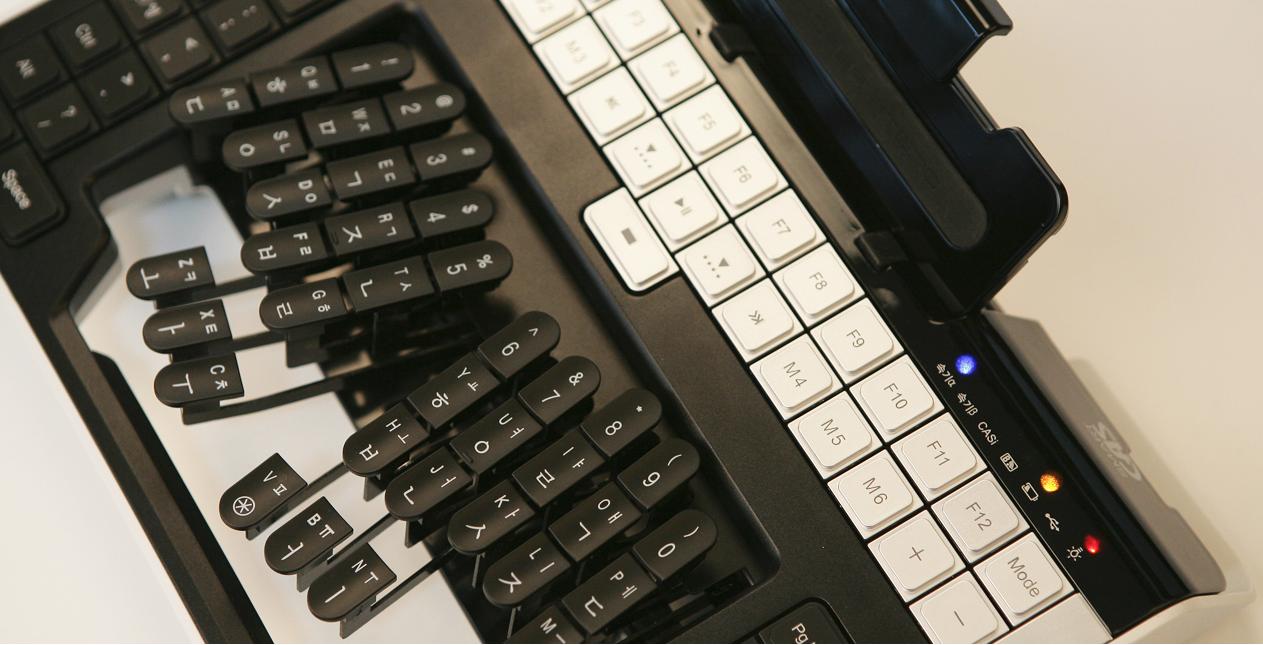 Exploring professional stenotype machines – Thomas Baart